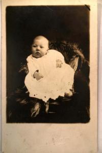 pre-1924 rppc INFANT BABY at studio in St. Louis Missouri MO postcard v0503