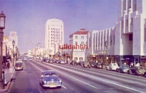 MIRACLE MILE LOS ANGELES, CA Looking east of Wilshire Blvd. Late 40's autos