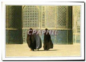 Modern Postcard These few mysterious women covered Fantomes chador peeking th...