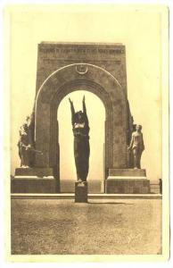 La Douce France, Le Monument aux Heros de l'Armee d'Orient et des Terres loin...