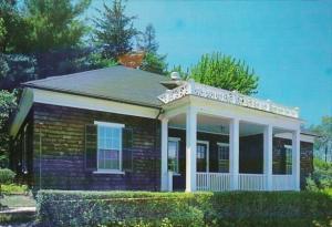 Connecticut Farmongton Miss Porter's School Typical Cottage