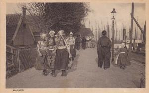 MARKEN, Noord-Holland, Netherlands, 1900-1910´s; Girls Dressed In Typical Cl...
