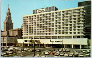 Hartford, Connecticut Postcard HOTEL AMERICA Parking Lot View c1960s Unused