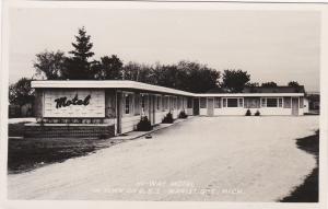 RP; Hi-Way Motel in town on U. S. 2, MANISTIQUE, Michigan, 1900-10s