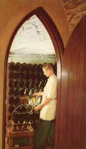 NY - Finger Lakes Region, Great Western Winery, Picking Champagne