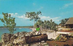 Lali drum , Yanuca Island Resort , Fiji , 40-60s