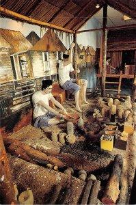 us8165 menuang tembaga brass smithing malay technology museum brunei