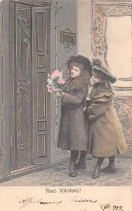 Nous felicitons! Young Ladies Girls door bouquet Celebration 1904