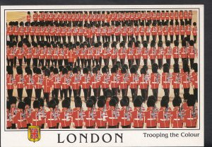 London Postcard - Soldiers Trooping The Colour   B2199