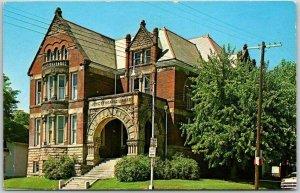 Trenton, Missouri Postcard JEWETT-NORRIS LIBRARY Building / Street View c1950s
