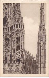 Italy Milano Il Duomo Gugliotto attorno al Tiburio