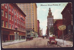 P1425 old unused postcard old cars madison street toledo ohio