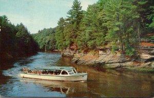 Wisconsin Dells Sightseeing Motor Boat Yellow Thunder Circling De...