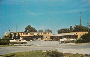 Coralville~Iowa City Iowa~Siesta Motel~Nice 1960s Cars~Postcard
