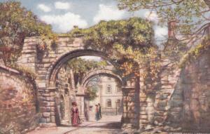 HEXHAM , England , 1909 ; Abbey Gateway ; TUCK 7027