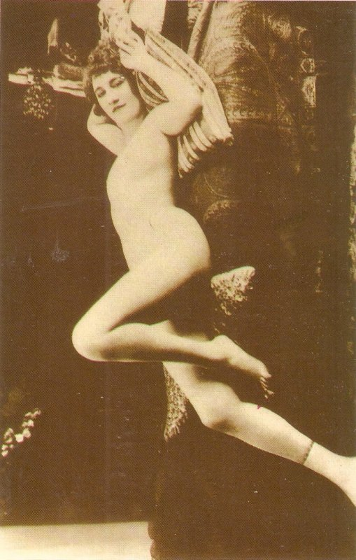 Risque. Nude Lady Moder Spanish repro of old French PC.Continental size
