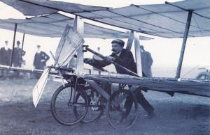 Nostalgia Postcard 1907 Guillon and Clouzy Airplane on Epsom Downs #N19
