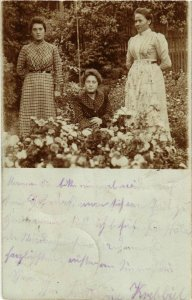 CPA AK KAISERSLAUTERN - Ladies in the Garden - Photo Pc. GERMANY (913812)