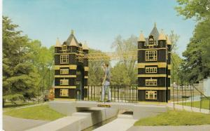 LONDON , Ontario, 50-60s ; Storybook Gardens , London Bridge, #7