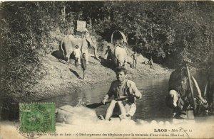 PC CPA LAOS, DÉCHARGEMENT DES ÉLÉPHANTS, Vintage Postcard (b26716)