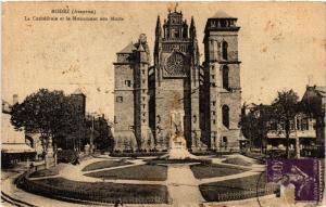 CPA RODEZ - La Cathédrale et le Monument aux Morts (475240)