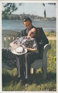 Lovers couple lady hat postcard