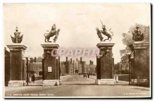 Great Britain Great Britain Old Postcard Hampton court palace gates Trophy