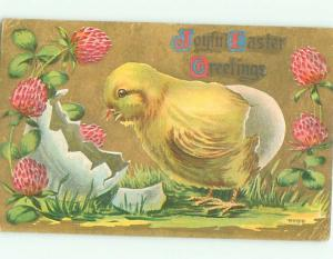 Pre-Linen Easter CUTE CHICK WITH CRACKED EGG AND STRAWBERRIES AB3933