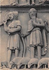 France Chartres La Cathedrale, Portail Royal Bergers conduits par un Ange