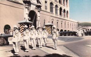 RP:Monaco, Le difle de la releve de la garda des Carabiniers de S.A.S. le Prince