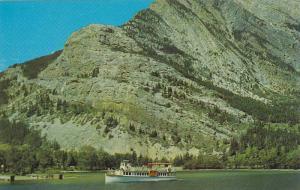 Steamer Launch INTERNATIONAL , Emerald Bay , Waterton Lakes , Alberta , Can...