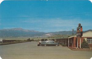 COLORADO SPRINGS, Colorado; B ´n B Motel, Classic Cars, 40-60s