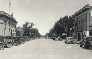 RP; YANKTON , South Dakota , 1930-40s ; Walnut Street