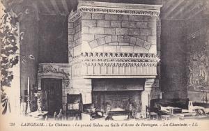 LANGEAIS, Le Chateau, Le grand Salon on Salle d'Anne de Bretagne, :a Cheminee...