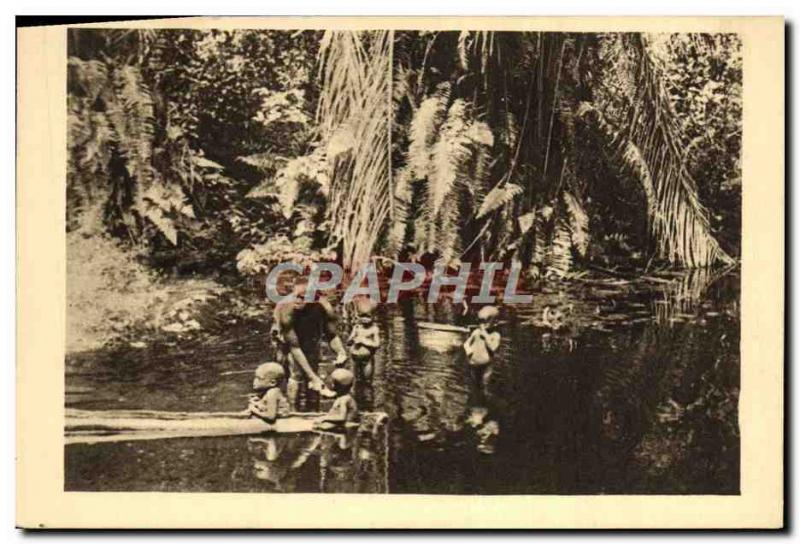 VINTAGE POSTCARD Gabon the bathe In an Equatorial Africa Bac
