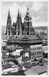 BR45298 Praha St Vitus church and the museum technic czech republic