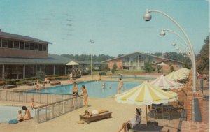 WILLIAMSBURG, Virginia, 1966 ; Motor House Swimming Pool