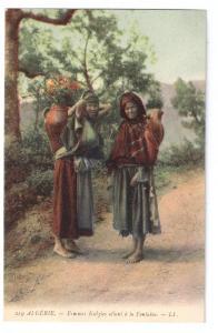 Femmes Kabyles allant a la fontaine Women Algiers
