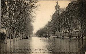 CPA PARIS Aux Champs-Elysées le Petit Palais INONDATIONS 1910 (605321)