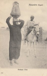 ALEXANDRIE , Egypt, 1900-1910s ; Porteuse d'eau