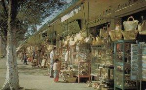 VERA CRUZ , Mecico , 50-60s ; Curio Stands on Landero y Cos Street , Postcard...