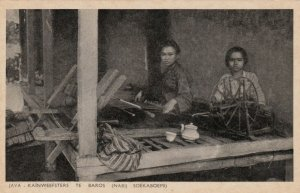JAVA, Indonesia, 1900-1910's; Kainweefsters Te Baros (Nabij Soekaboemi)