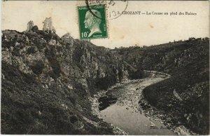 CPA CROZANT La Creuse au Pied des Ruines (1144220)