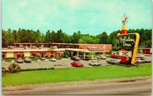 Jesup, Georgia Postcard HOLIDAY INN MOTEL Pool Scene Highway 301 Roadside c1960s