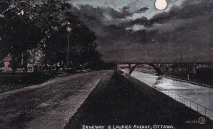 OTTAWA , Ontario , 1900-10s ; Laurier Avenue at night