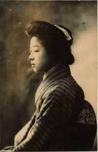 PC CPA geisha girl in kimono real photo postcard JAPAN (a12960)