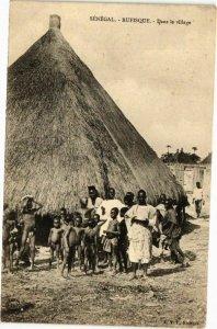 CPA AK Senegal-Rufisque-Dans le village (235374)