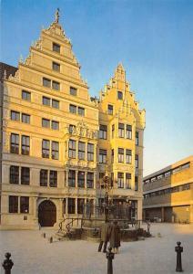Hannover Leibniz und Noltehaus mit Oskar-Winter-Brunnen am Holzmarkt