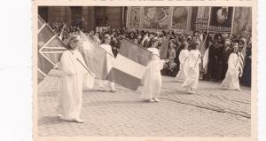 LEIGE , Belgium , 10-30s ; Kids carrying flags in Parade