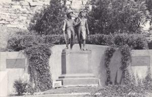 RP: Tom & Huck Statue , HANNIBAL , Missouri , 30-40s